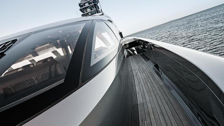 silver-fast-motor-yacht-2015-77m-helm