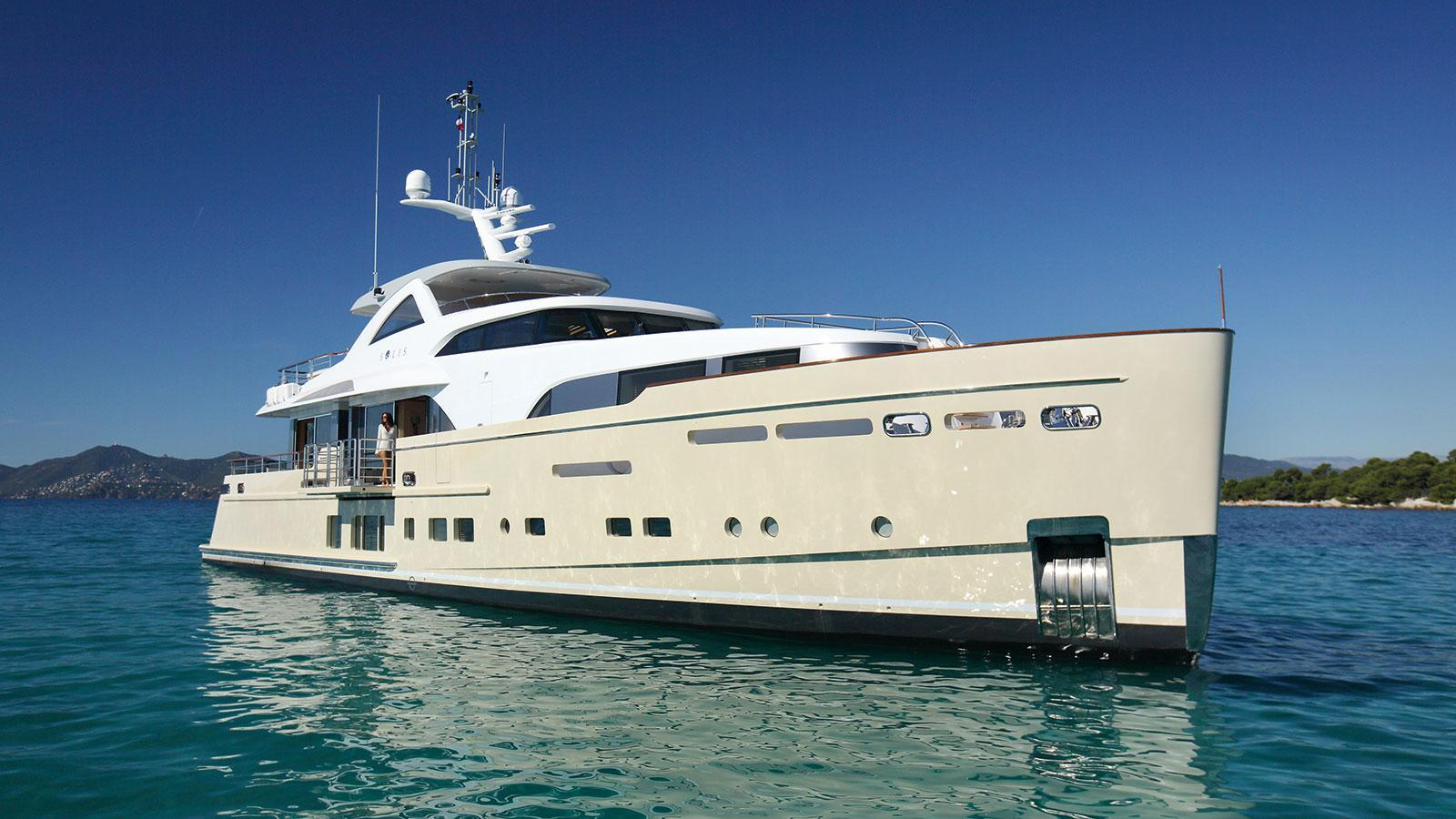 solis-motor-yacht-mulder-2015-34m-front-profile
