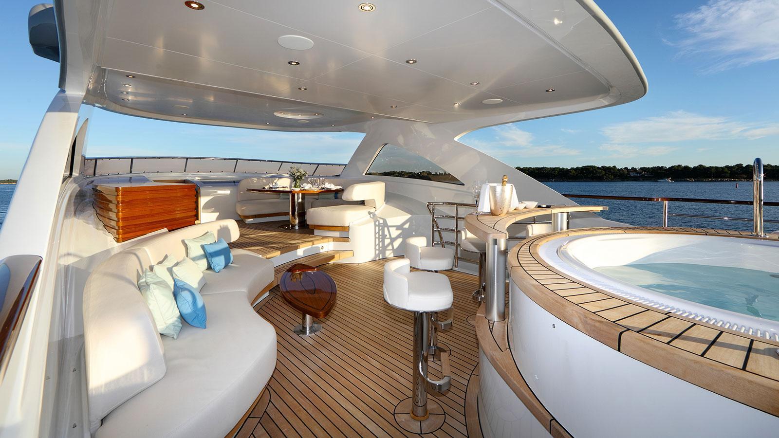 solis-motor-yacht-mulder-2015-34m-jacuzzi-seating