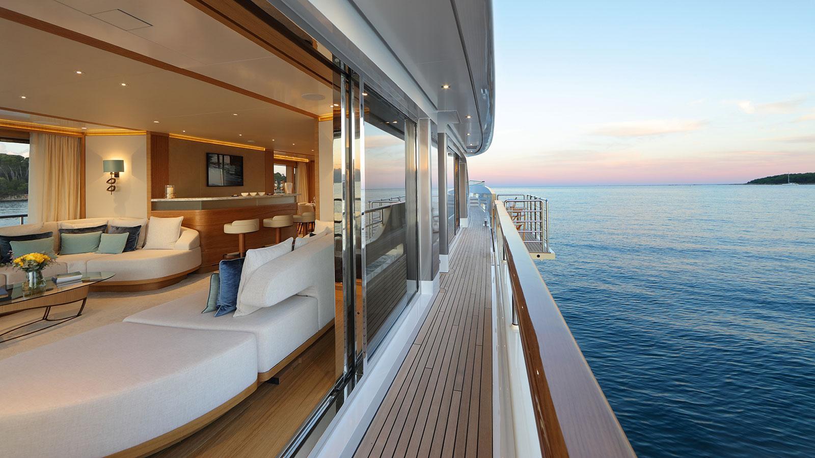 solis-motor-yacht-mulder-2015-34m-side-deck