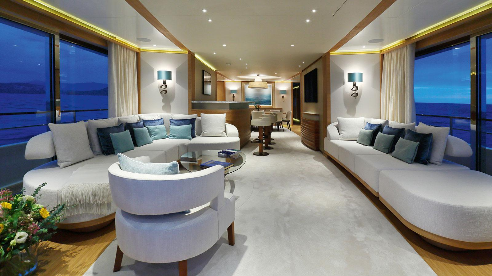 solis-motor-yacht-mulder-2015-34m-saloon
