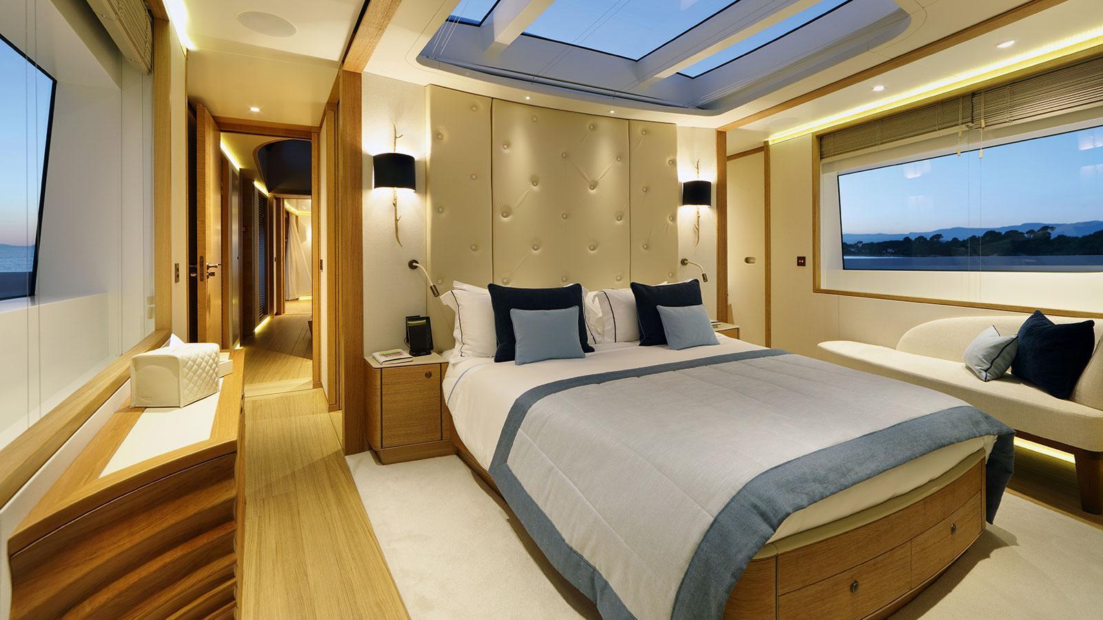 solis-motor-yacht-mulder-2015-34m-stateroom