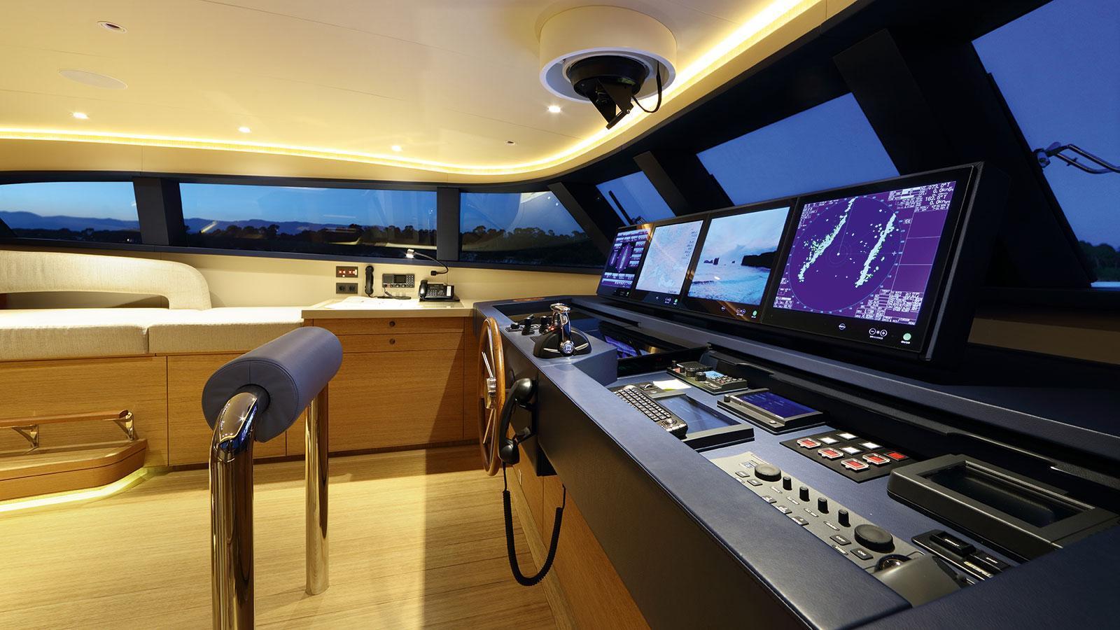 solis-motor-yacht-mulder-2015-34m-bridge