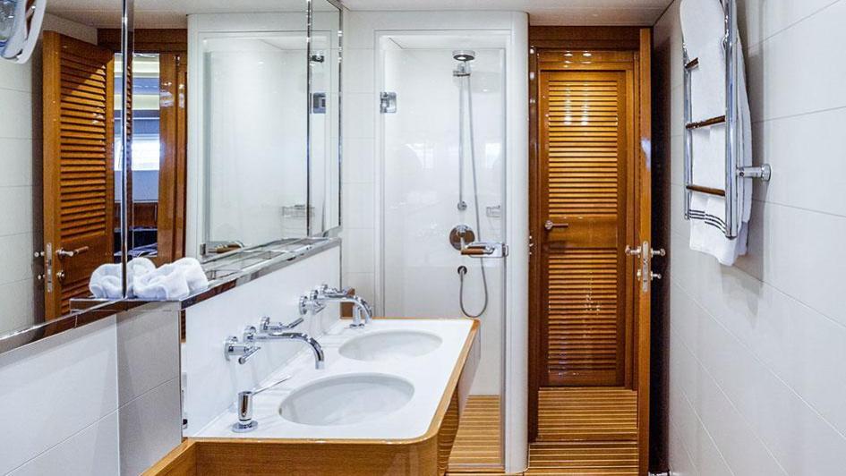 solleone-motor-yacht-nautors-swan-115-s-2015-35m-master-bathroom