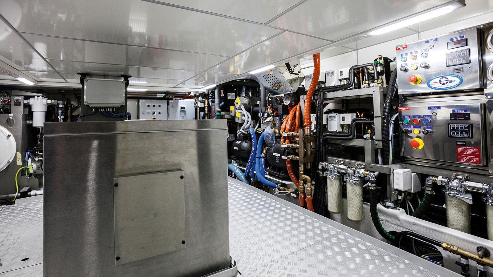 solleone-motor-yacht-nautors-swan-115-s-2015-35m-engine-room