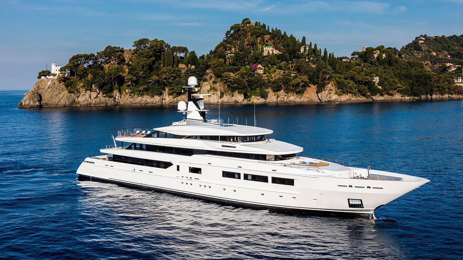 suerte-motor-yacht-tankoa-2015-69m-front-profile