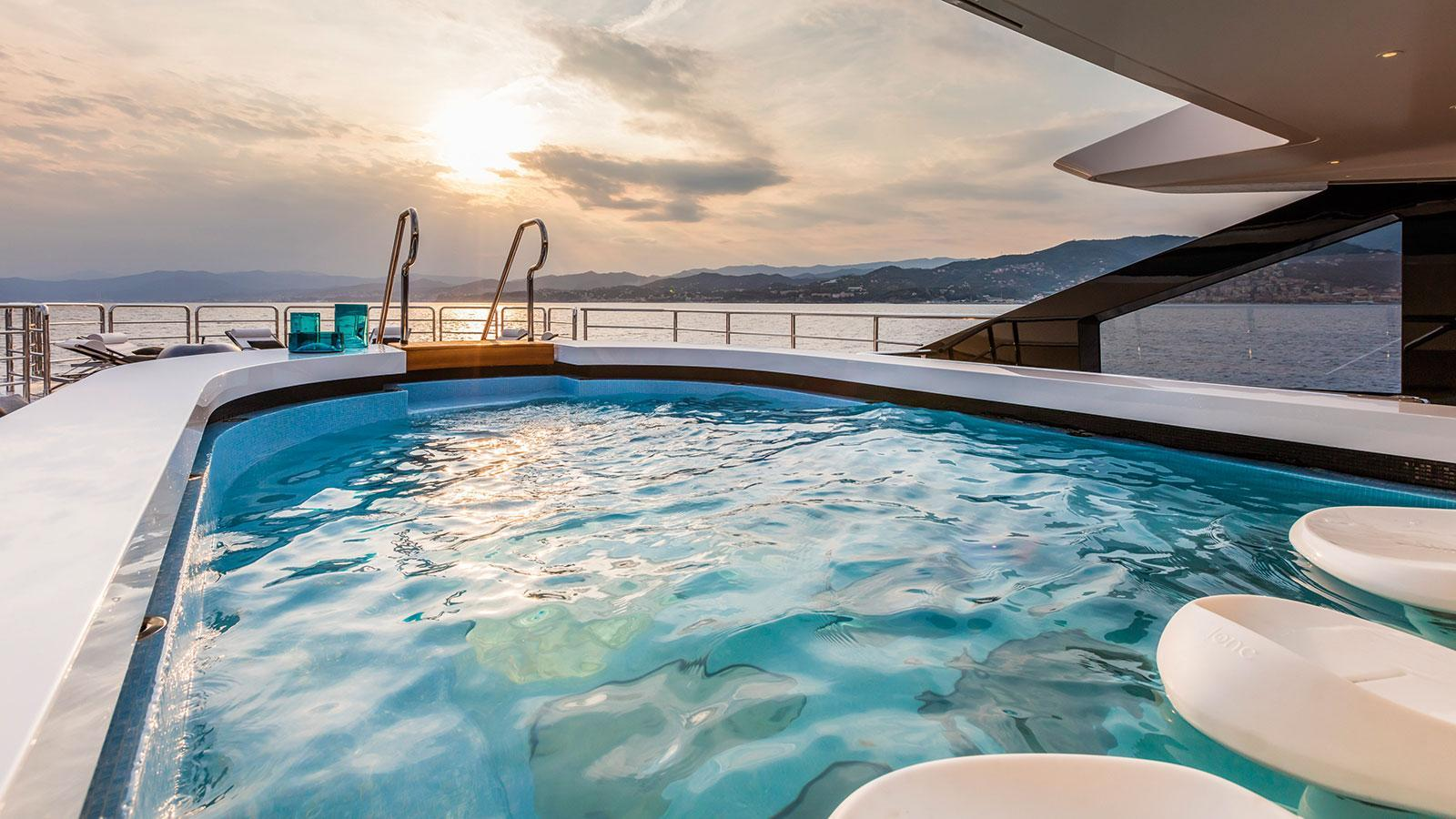 suerte-motor-yacht-tankoa-2015-69m-pool