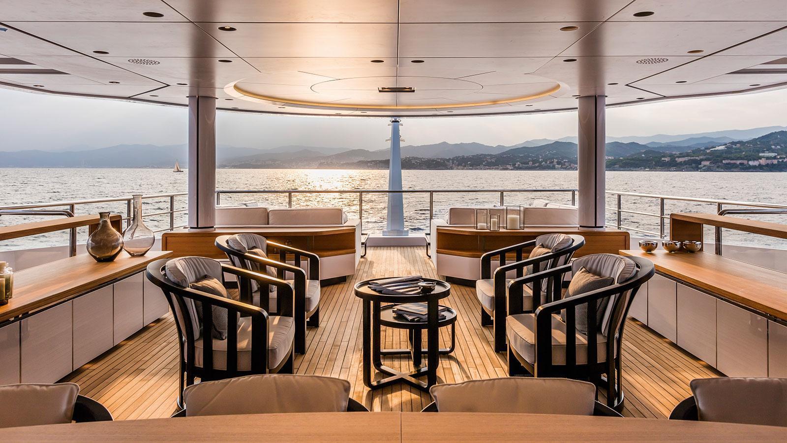 suerte-motor-yacht-tankoa-2015-69m-upper-deck