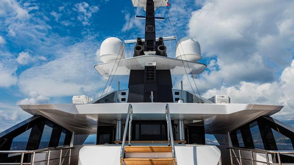suerte-motor-yacht-tankoa-2015-69m-pool-deck
