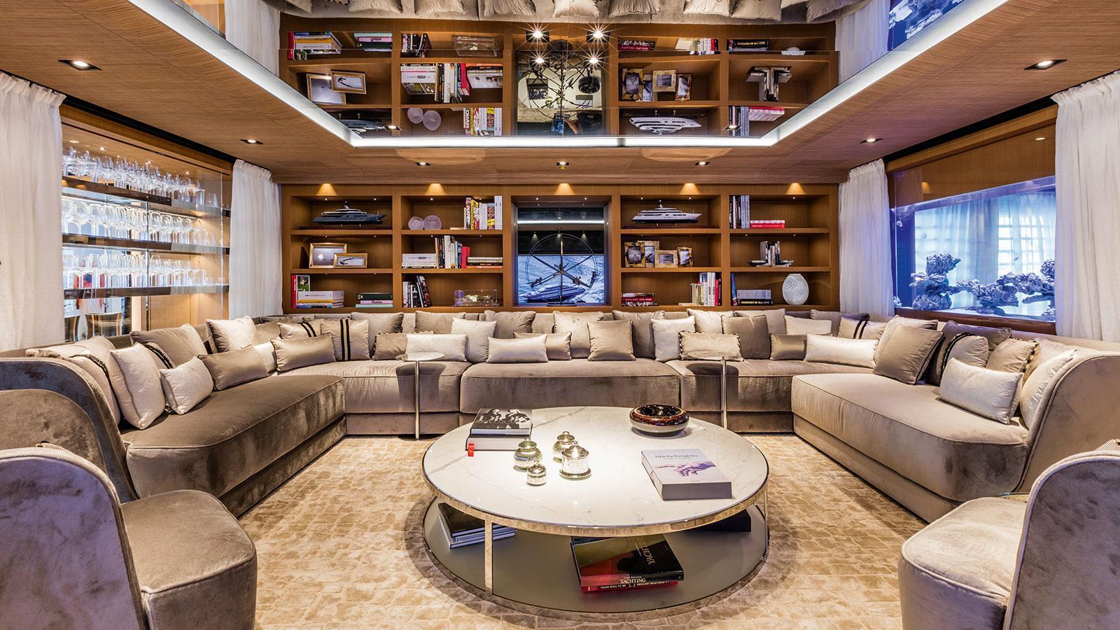suerte-motor-yacht-tankoa-2015-69m-saloon