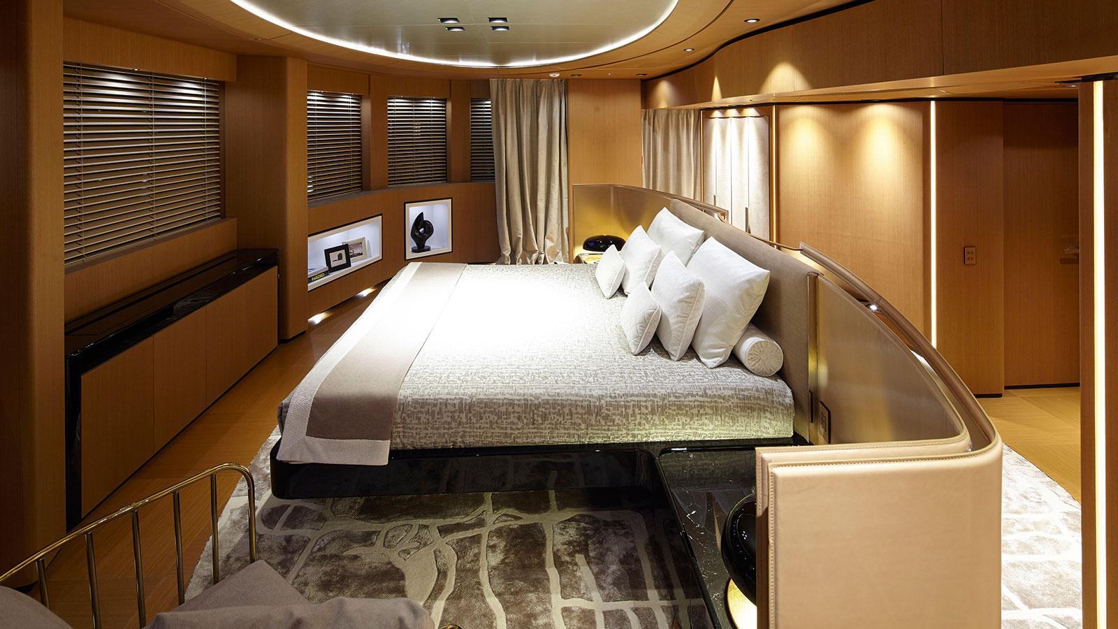 suerte-motor-yacht-tankoa-2015-69m-stateroom