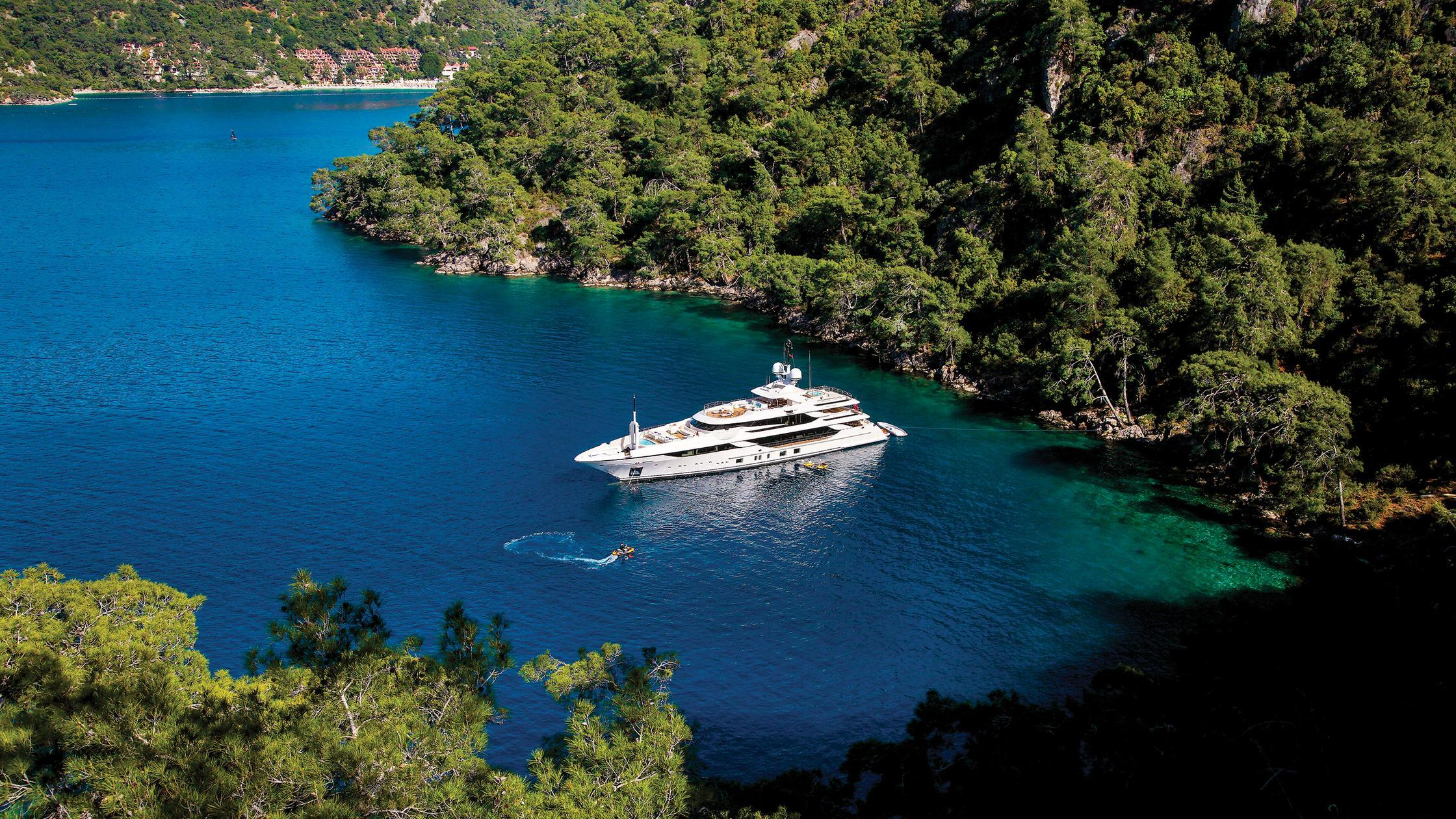 vica-motor-yacht-benetti-2015-50m-aerial-bay