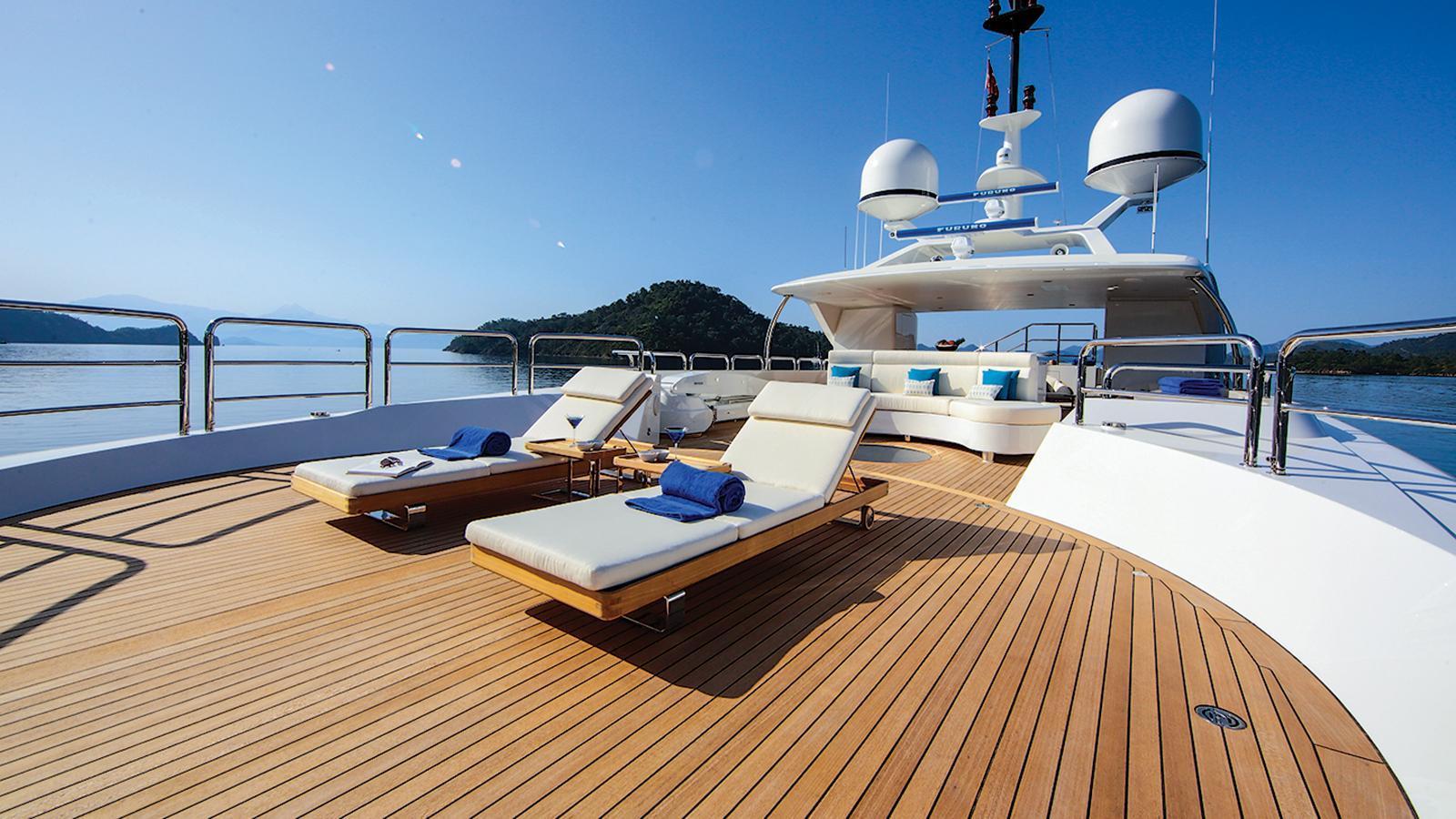 vica-motor-yacht-benetti-2015-50m-sun-deck