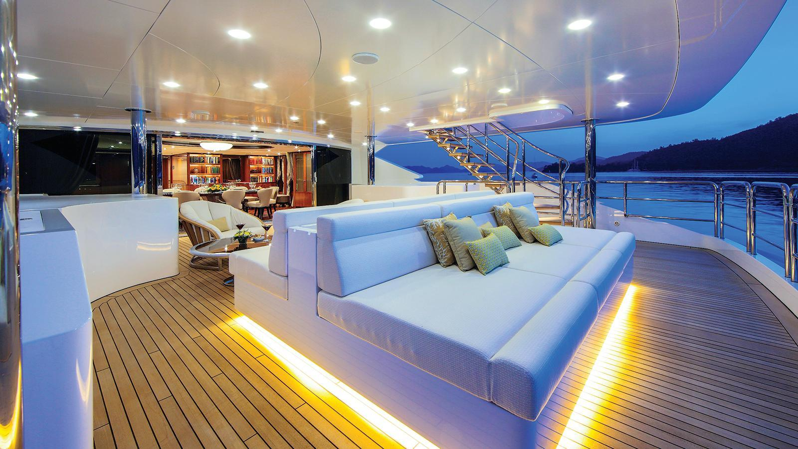 vica-motor-yacht-benetti-2015-50m-aft-deck