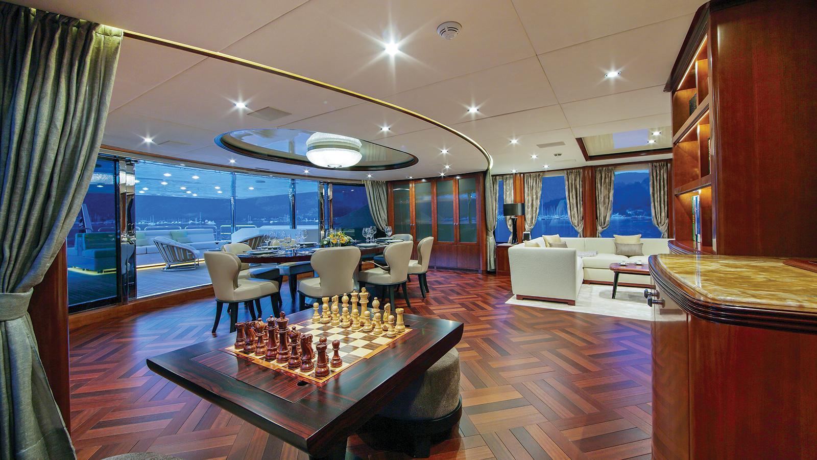 vica-motor-yacht-benetti-2015-50m-sky-lounge