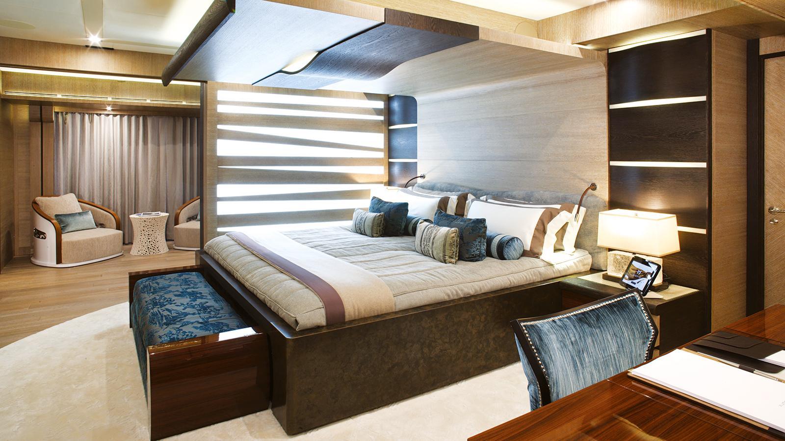 lady-m-motor-yacht-palmer-johnson-2013-64m-stateroom