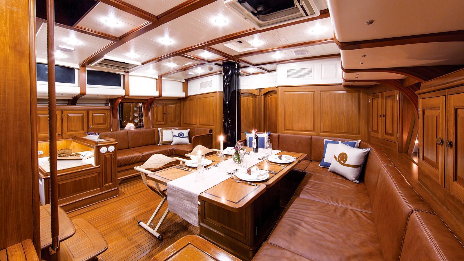 tempus-fugit-sailing-yacht-arkin-pruva-2013-27m-saloon
