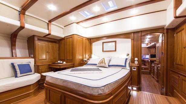 tempus-fugit-sailing-yacht-arkin-pruva-2013-27m-master-suite