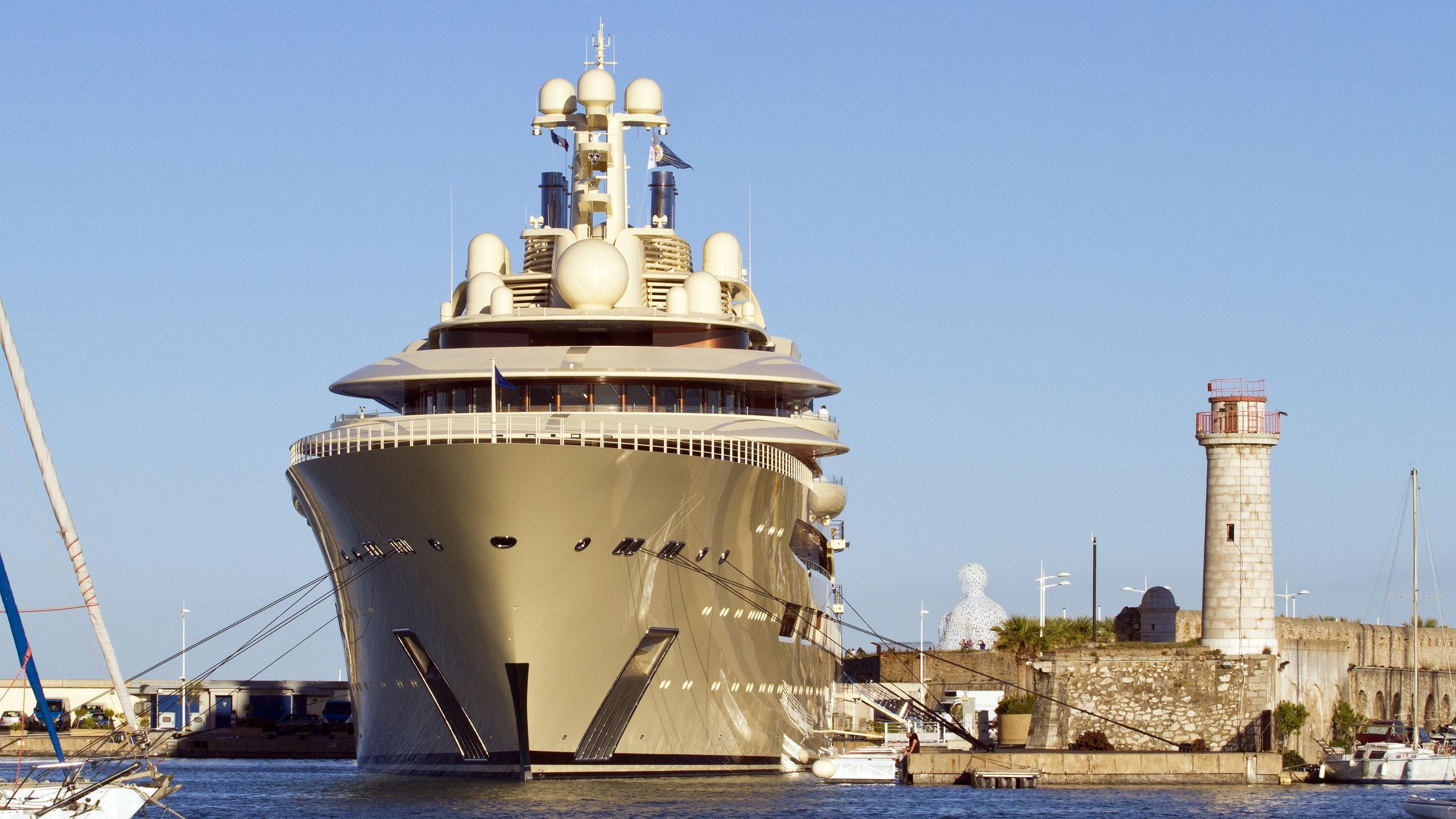 dilbar-motor-yacht-lurssen-2016-156m-bow
