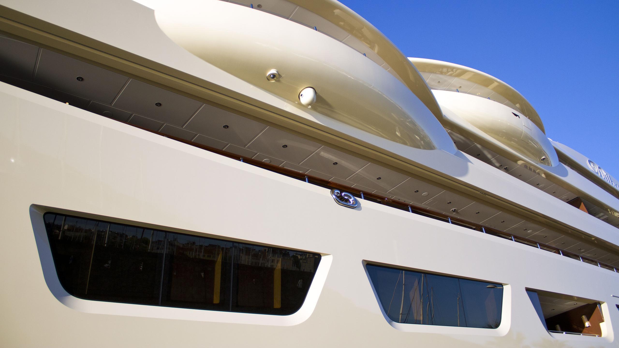 dilbar-motor-yacht-lurssen-2016-156m-side-wings