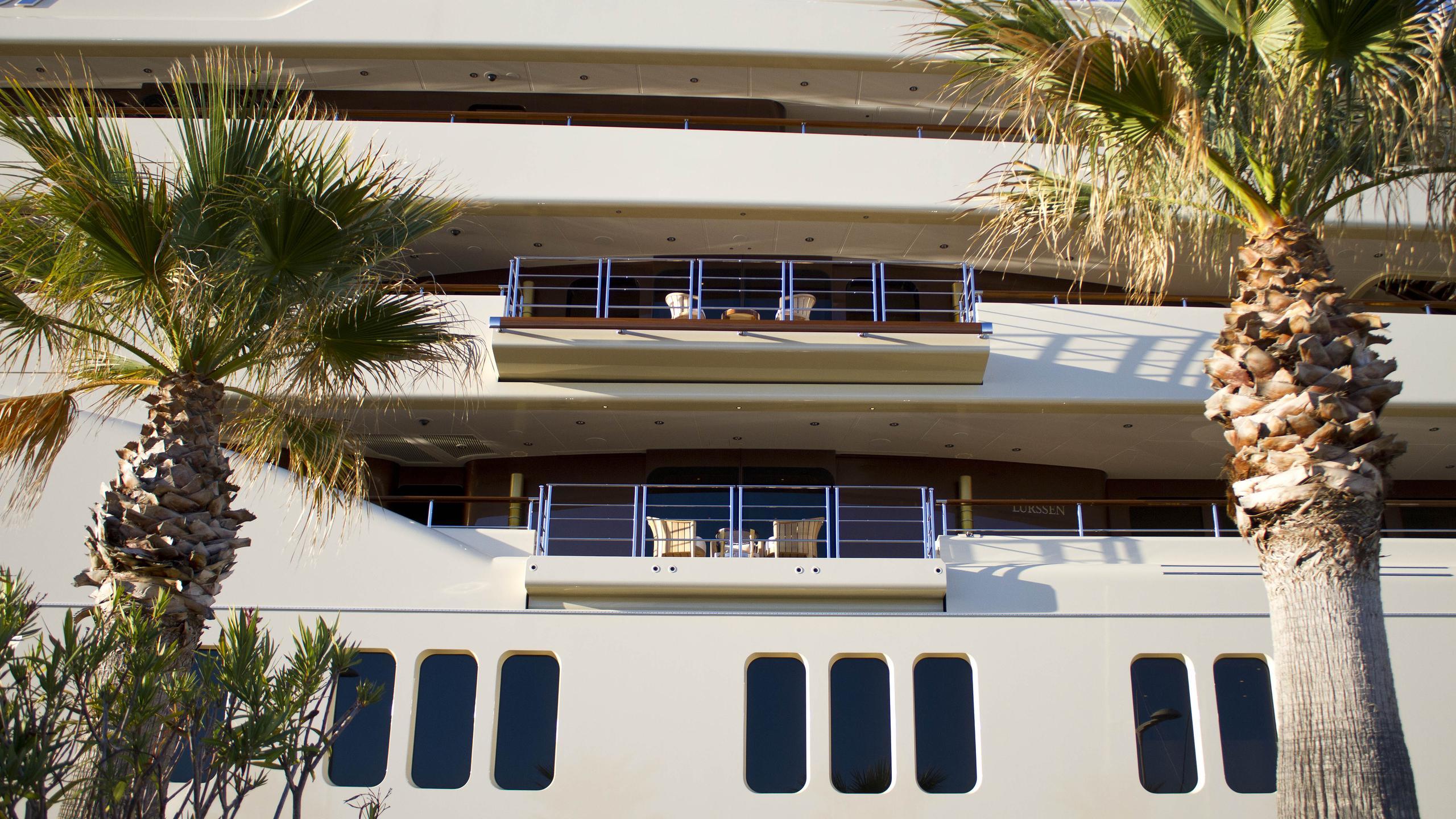 dilbar-motor-yacht-lurssen-2016-156m-side-balconies
