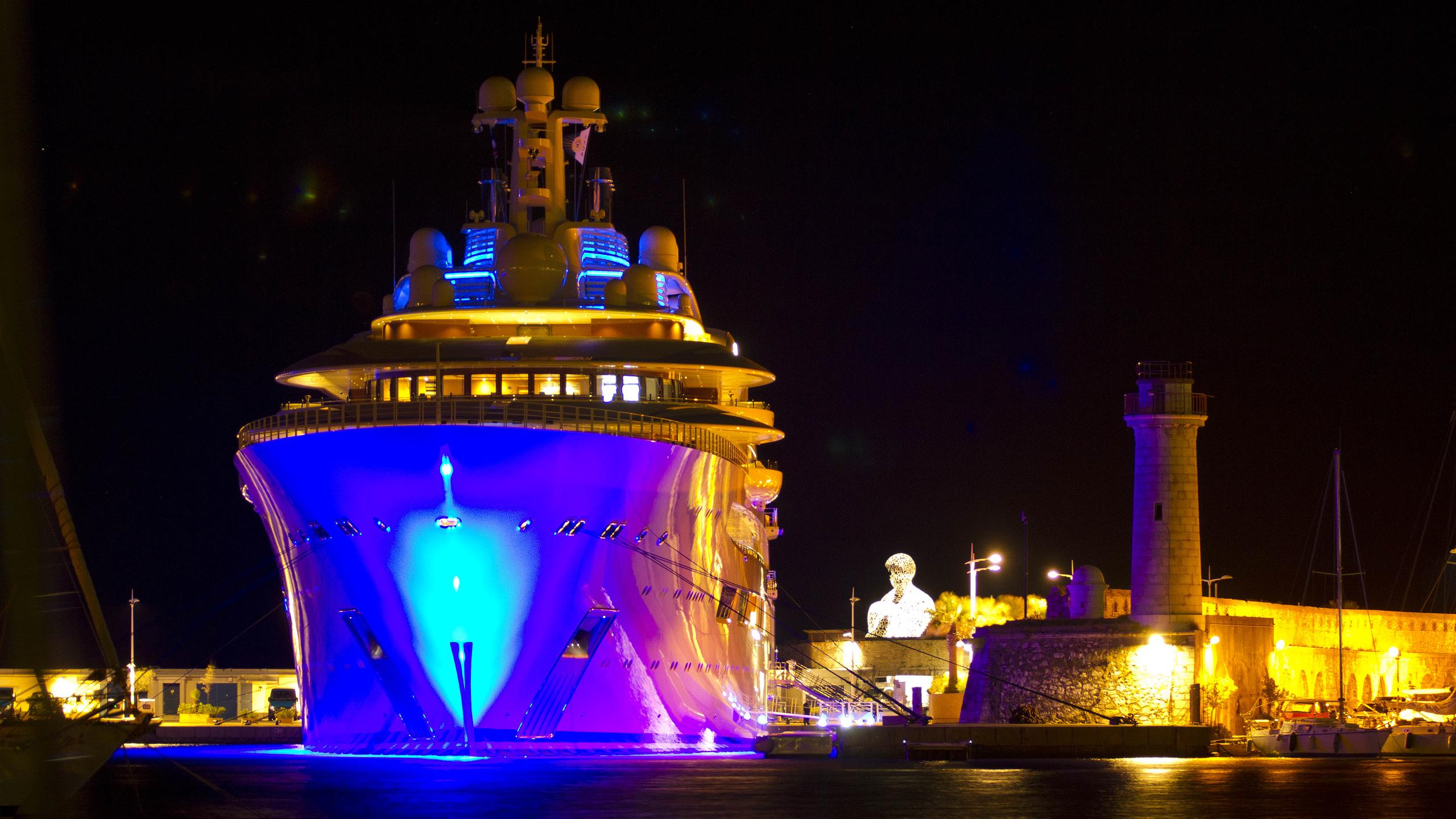 dilbar-motor-yacht-lurssen-2016-156m-bow-by-night