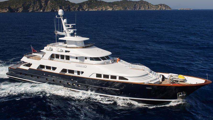 L-ALBATROS-super-yacht-for-sale-cruising