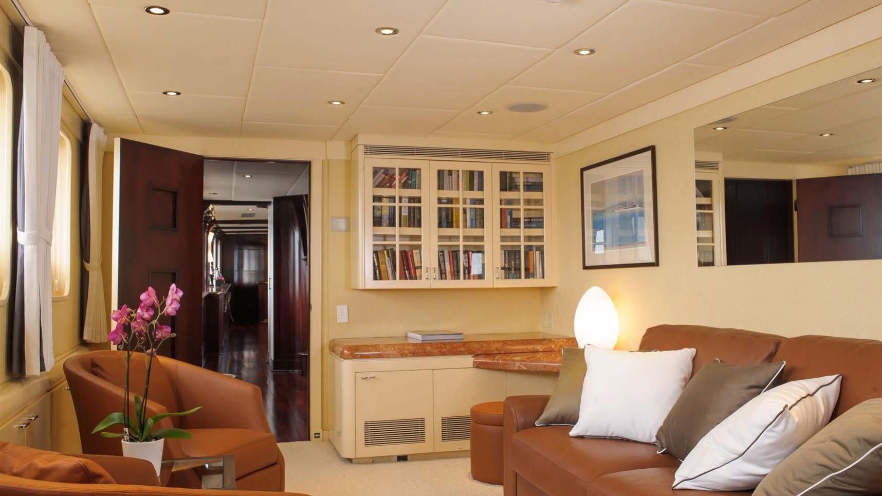 L-ALBATROS-super-yacht-for-sale-lounge