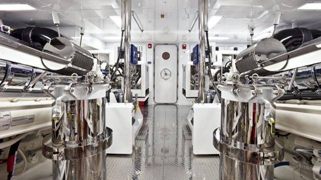 finish-line-motor-yacht-trinity-2013-37m-engine-room