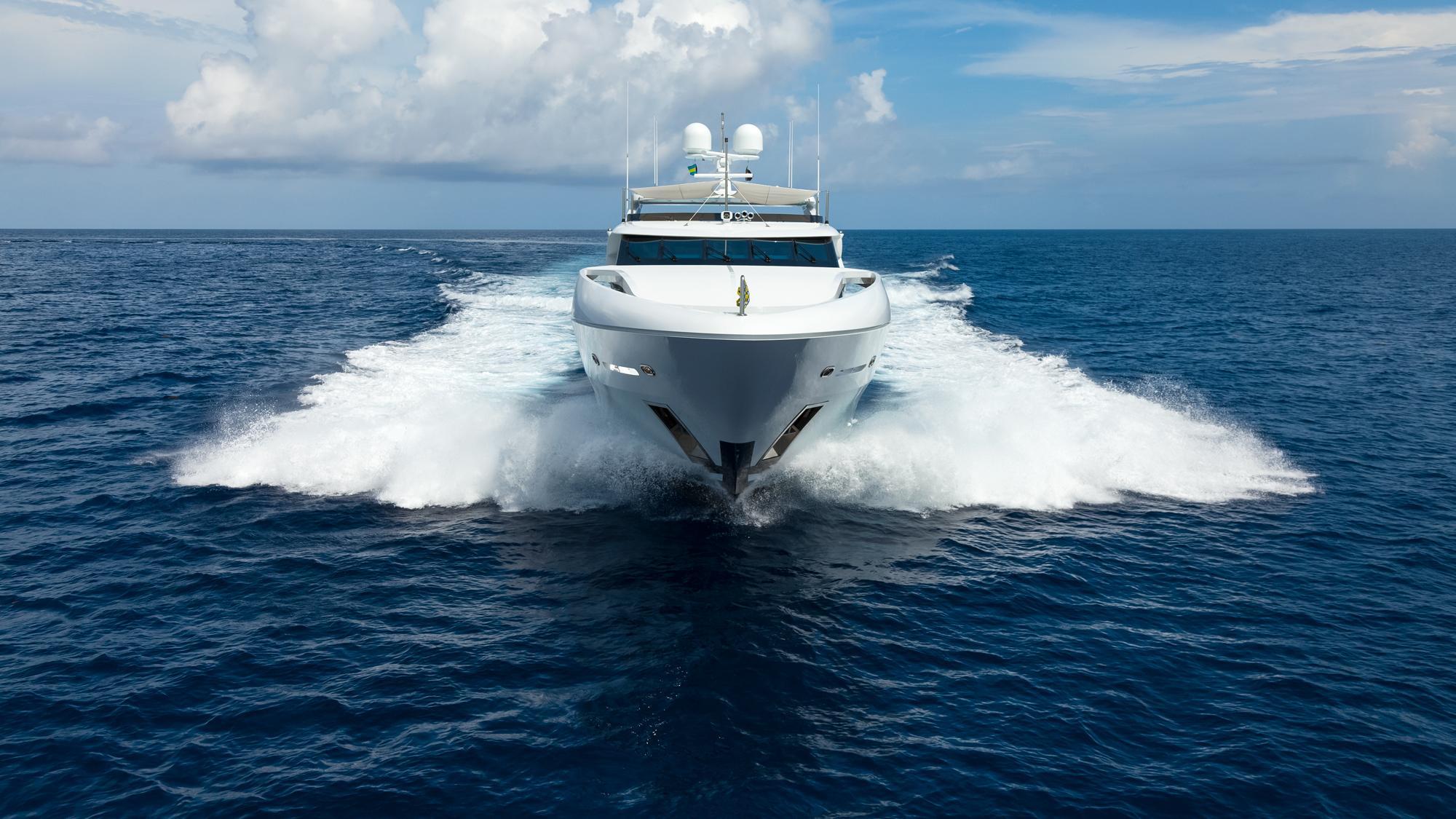 finish-line-motor-yacht-trinity-2013-37m-cruising-bow