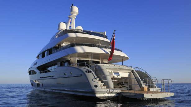Apostrophe-motor-yacht-hakvoort-2013-39m-stern