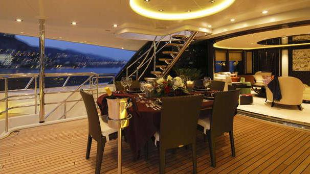 Apostrophe-motor-yacht-hakvoort-2013-39m-aft-deck