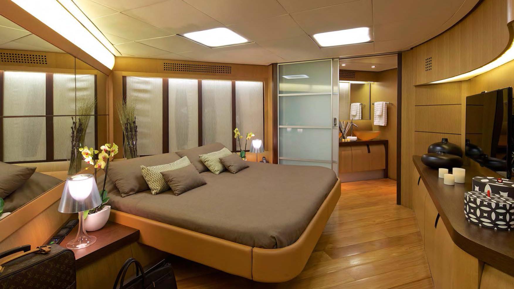 solaris-super-yacht-for-sale-double-cabin