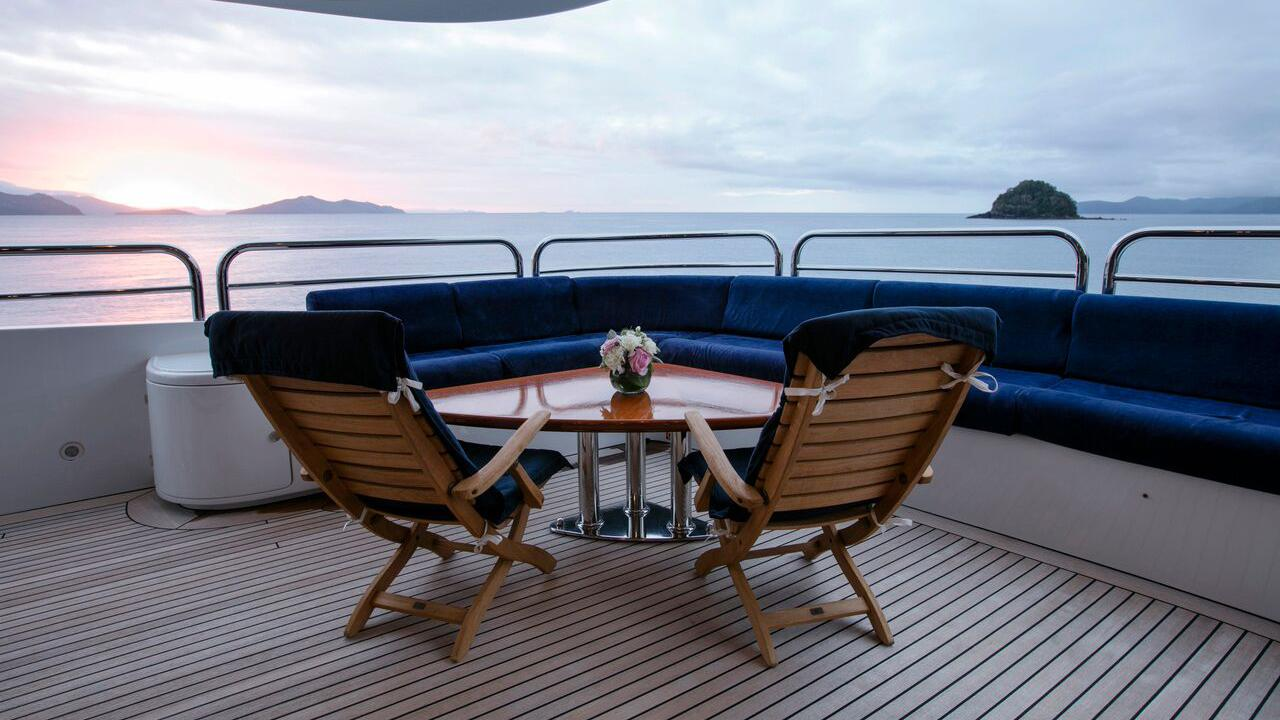sovereign-motor-yacht-benetti-2002-44m-deck-by-night