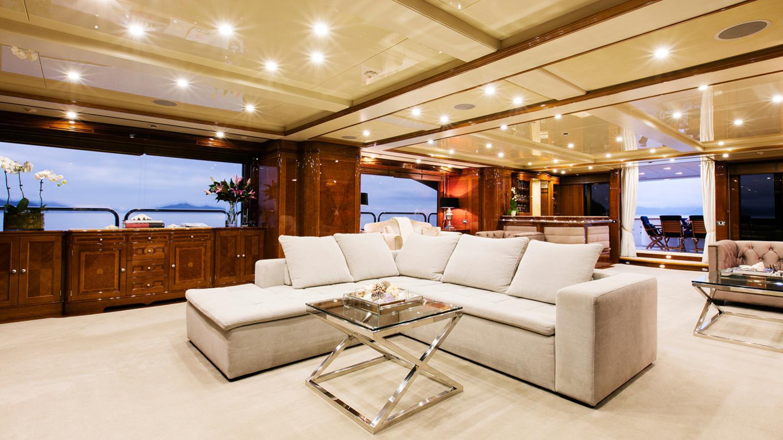 sovereign-motor-yacht-benetti-2002-44m-saloon