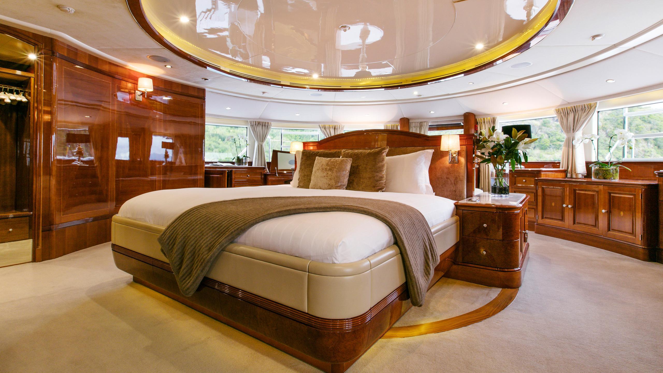 sovereign-motor-yacht-benetti-2002-44m-cabin-double