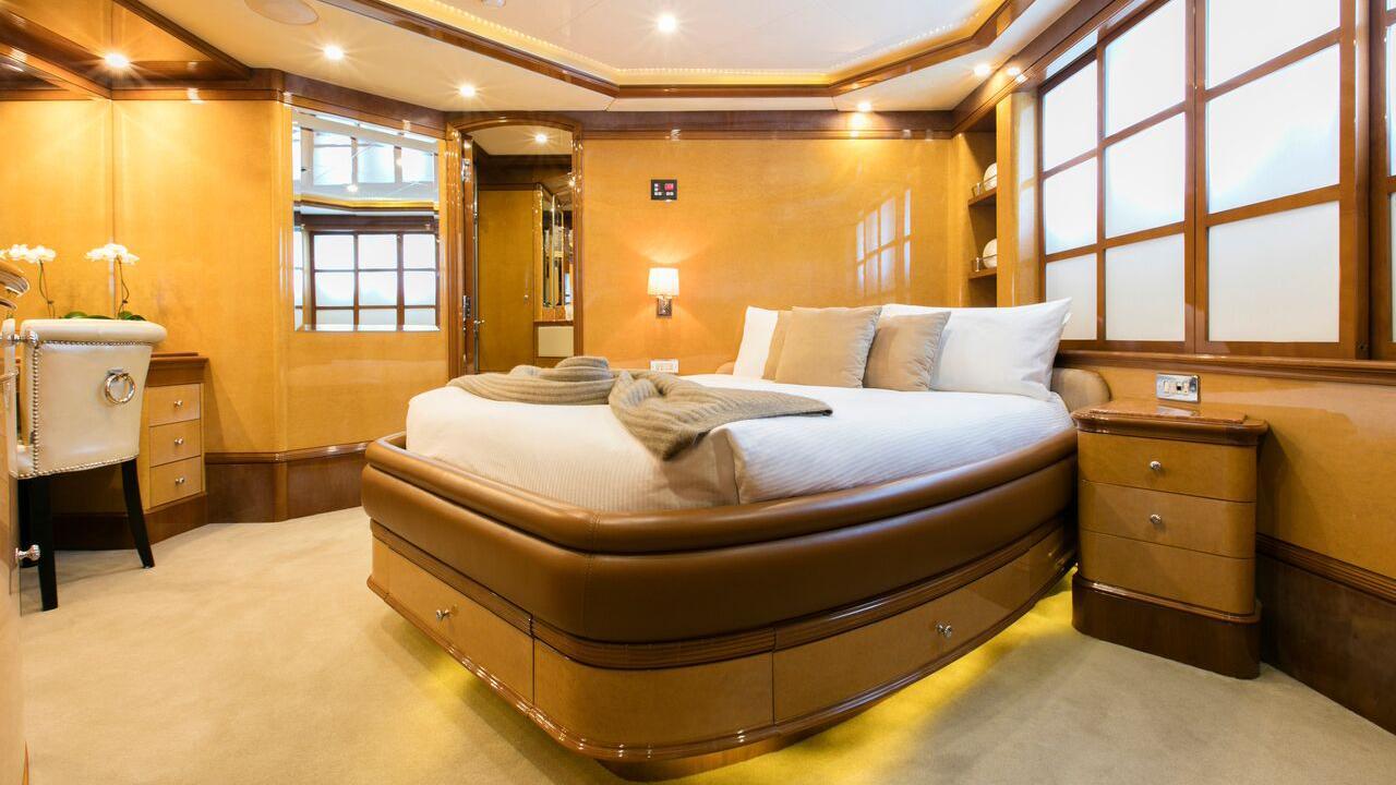 sovereign-motor-yacht-benetti-2002-44m-double-cabin