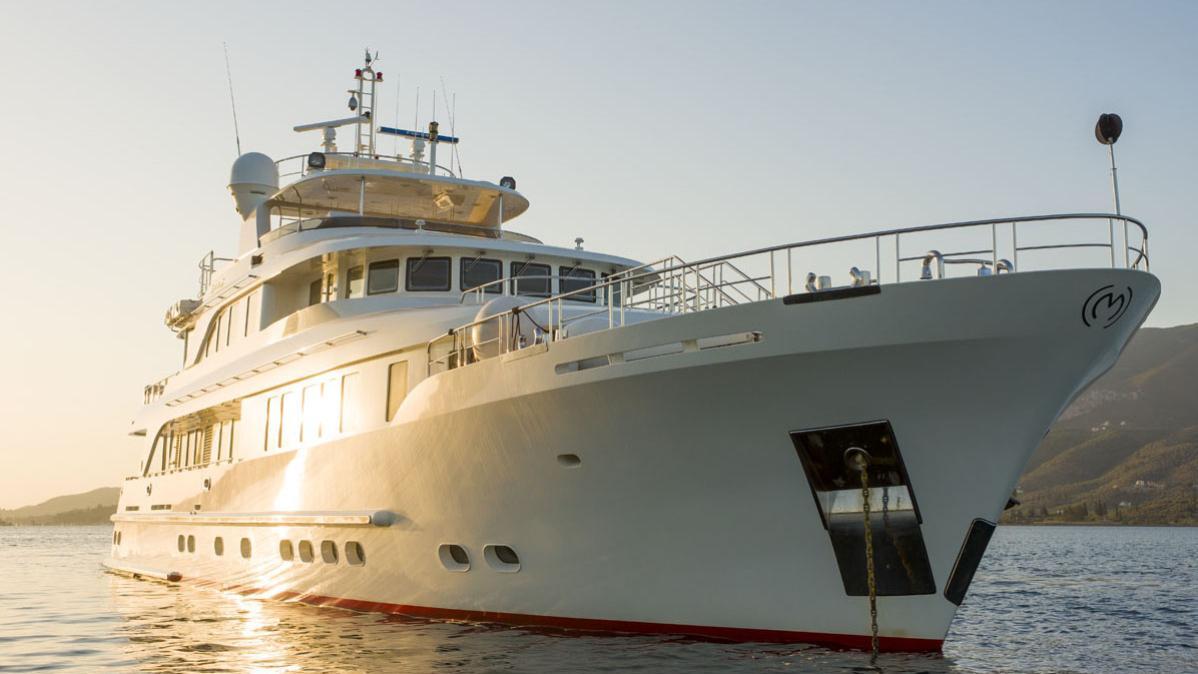 metsuyan iv motoryacht cbi navi 2006 36m half profile
