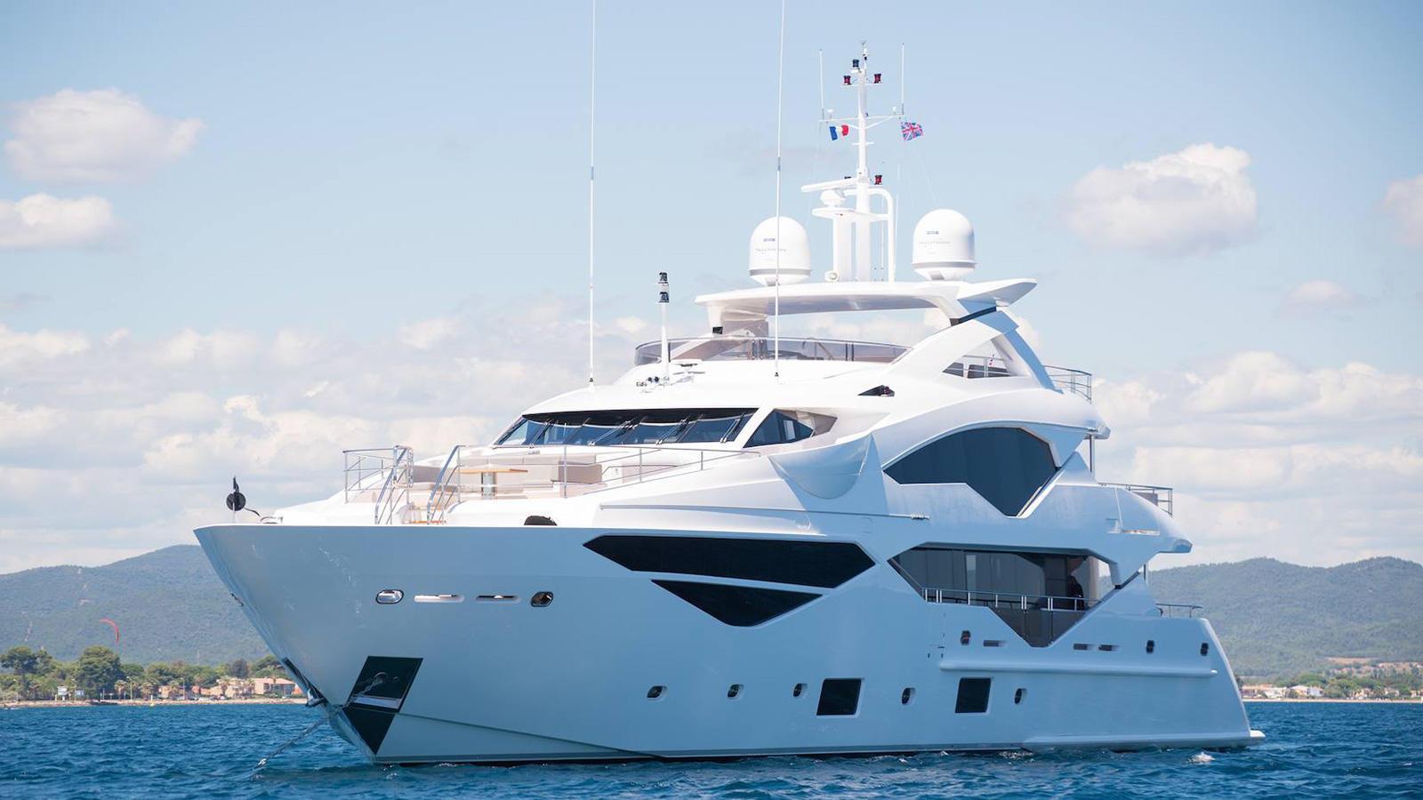 jacozami motoryacht sunseeker 131 2016 40m half profile