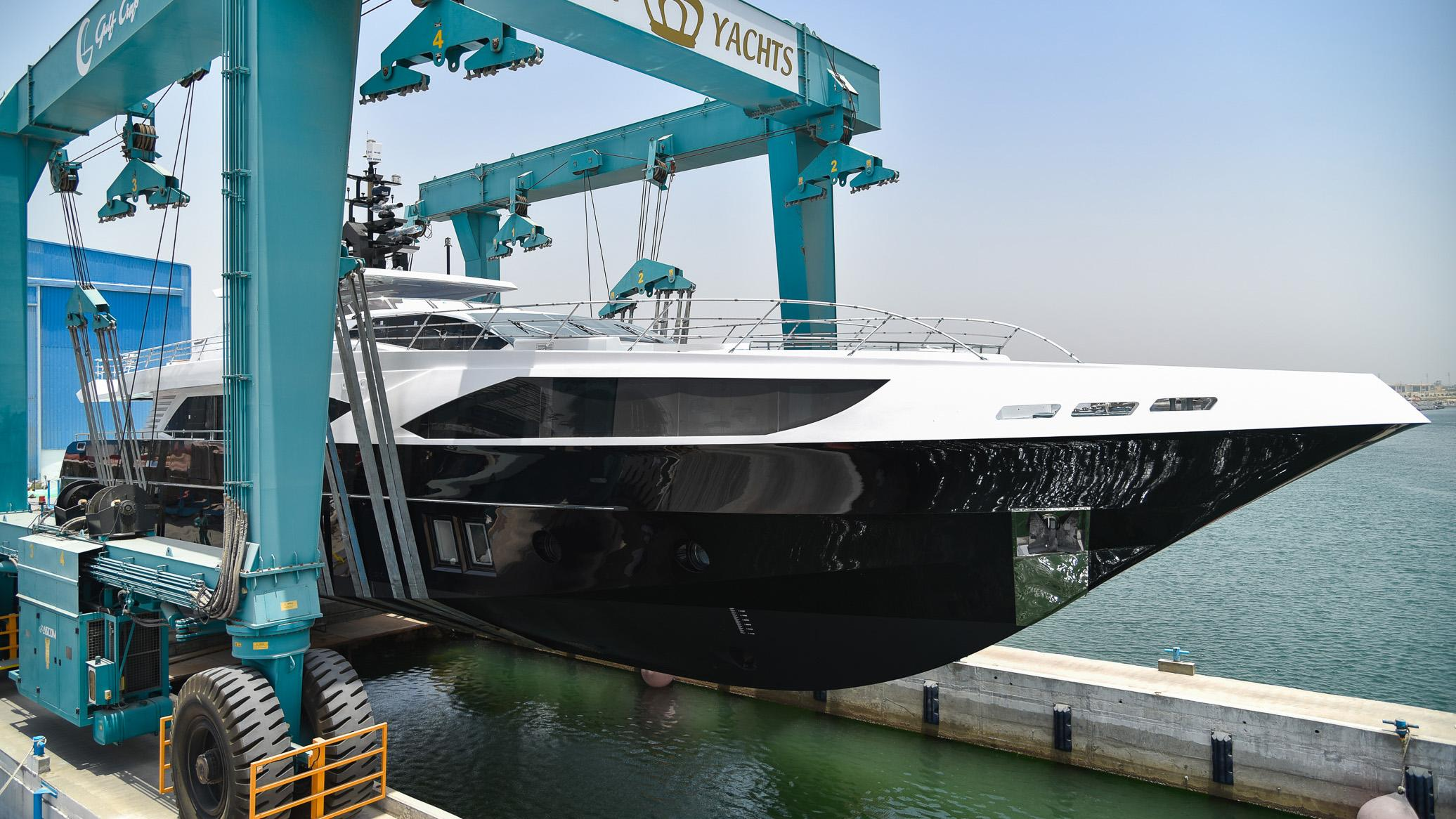 ghost ii motoryacht gulf craft majesty 122 2016 38m half profile launch