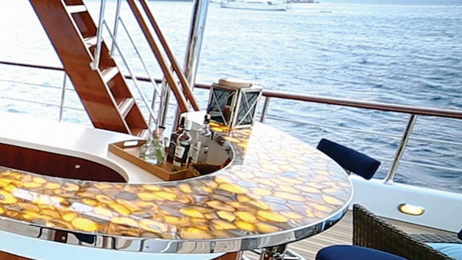 clarity-motor-yacht-bilgin-classic-160-2015-49m-upper-deck-bar