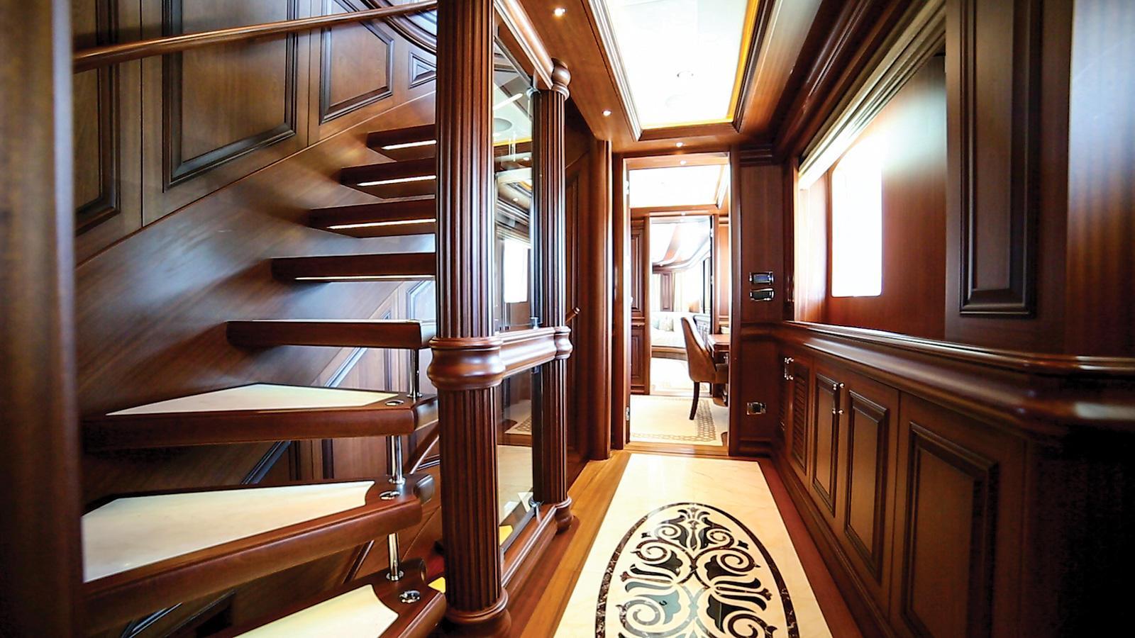 clarity-motor-yacht-bilgin-classic-160-2015-49m-hallway