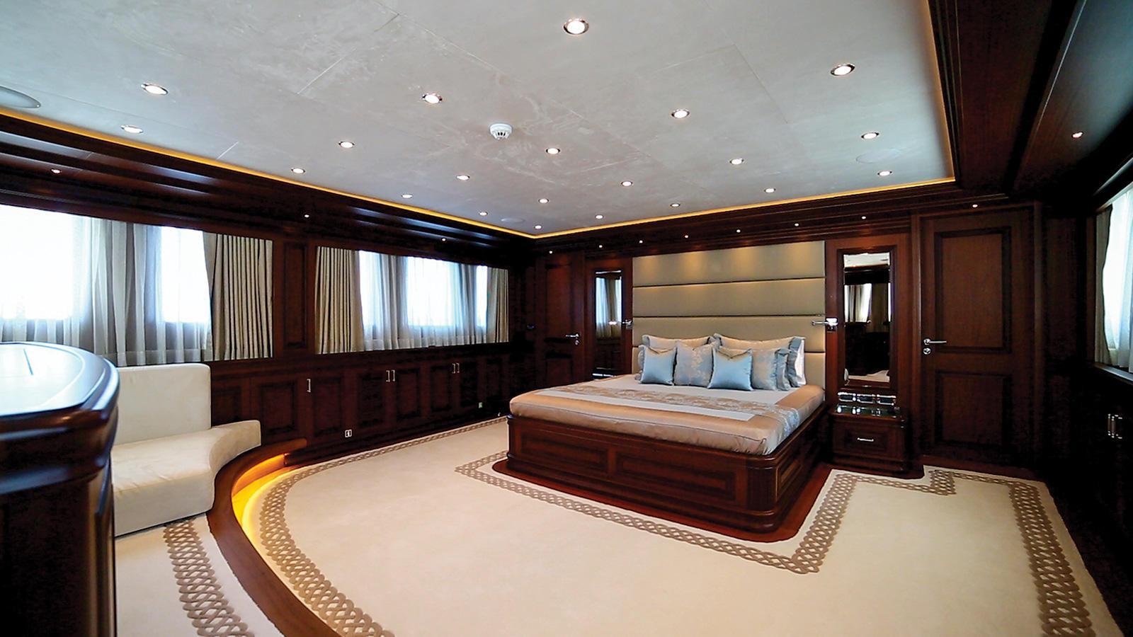 clarity-motor-yacht-bilgin-classic-160-2015-49m-master-stateroom