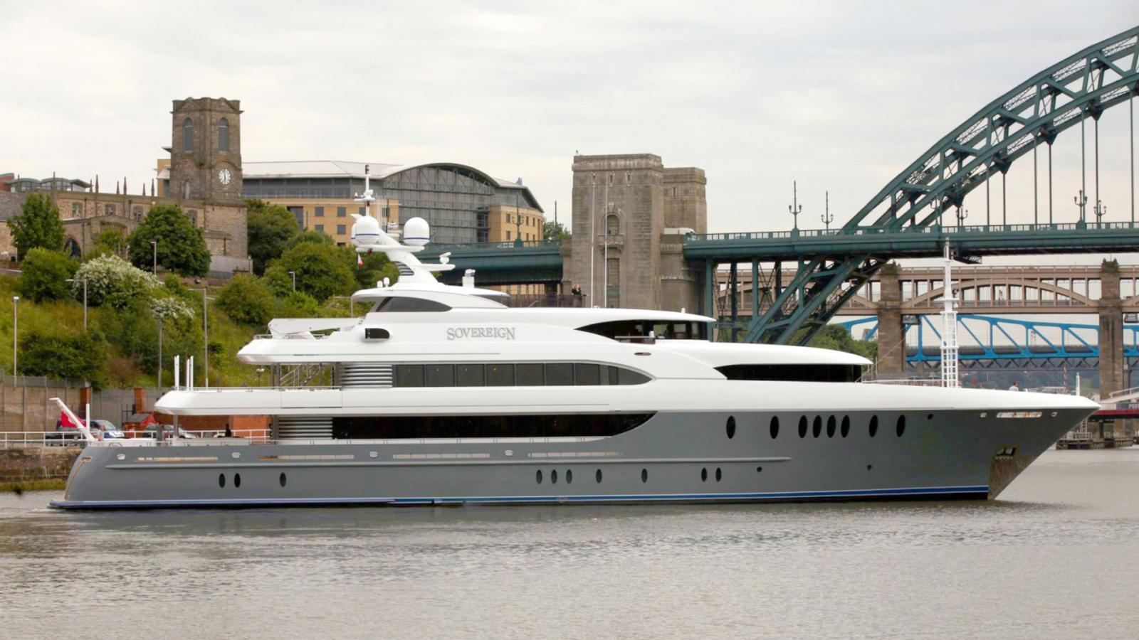 sovereign-motor-yacht-newcastle-marine-2011-55m-profile-anchored