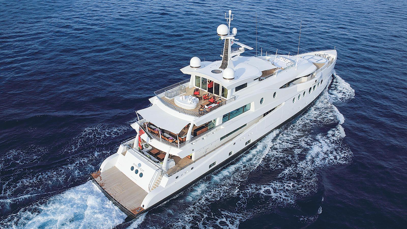 madame-kate-motor-yacht-amels-1999-62m-2015-stern=cruising