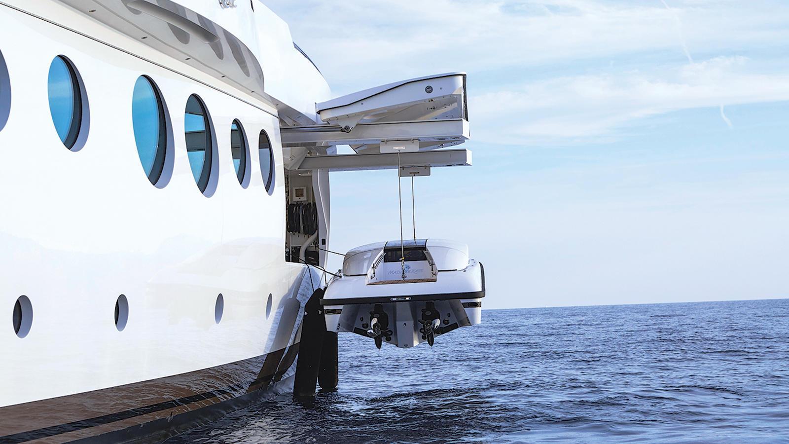madame-kate-motor-yacht-amels-1999-62m-2015-tender