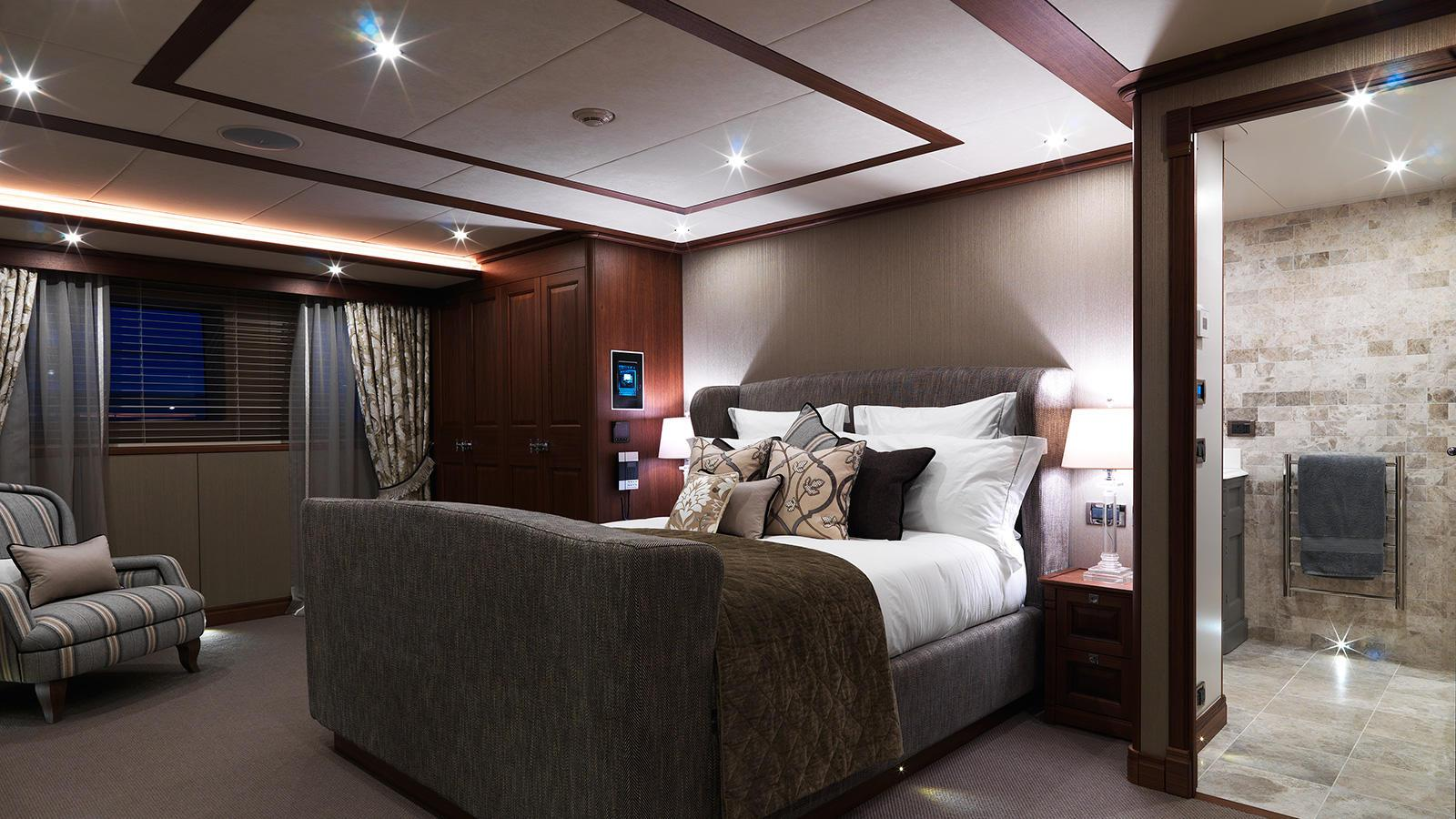 storm-motor-yacht-cantiere-dell-marche-darwin-107-2015-33m-stateroom