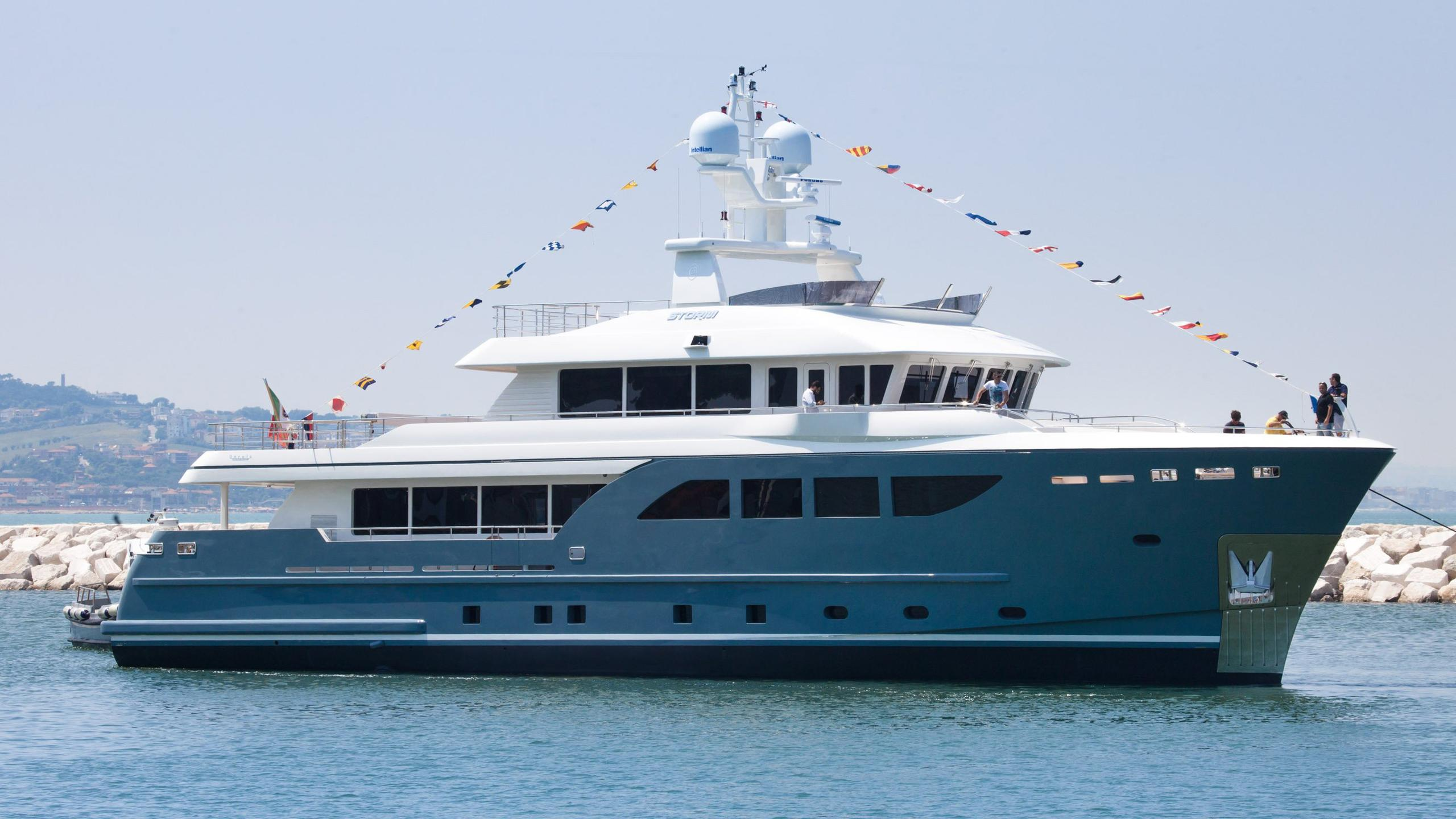 storm-motor-yacht-cantiere-dell-marche-darwin-107-2015-33m-profile