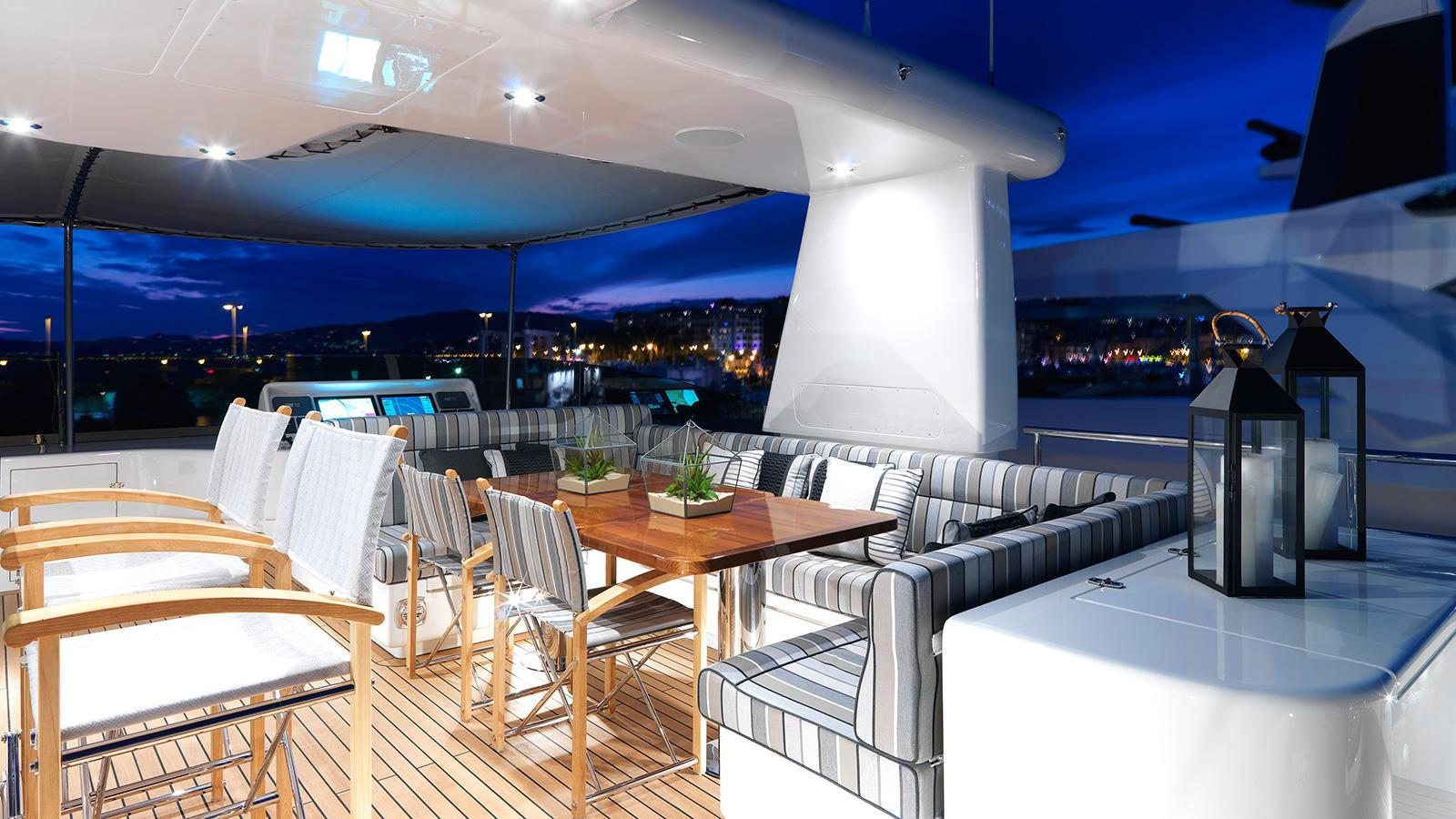 storm-motor-yacht-cantiere-dell-marche-darwin-107-2015-33m-deck