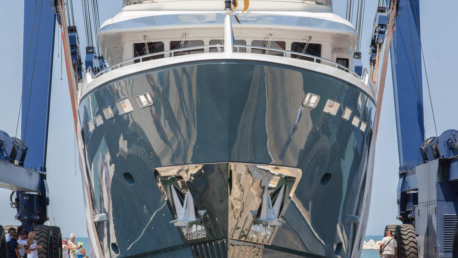 storm-motor-yacht-cantiere-dell-marche-darwin-107-2015-33m-bow-hull